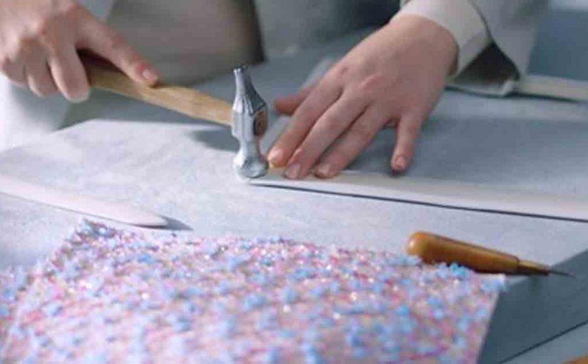 Как создают легендарные сумки CHANEL?
