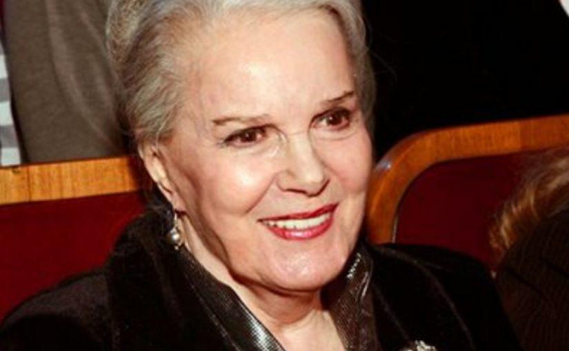 90 -летняя Элина Быстрицкая никогда не делала пластику, ее красота натуральна.