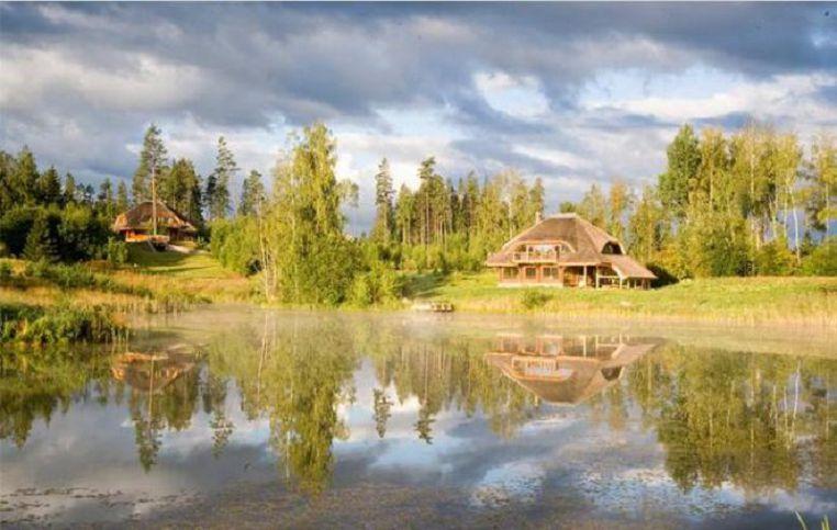 Мужчина из Латвии выкупил 3 тыс. гектар леса и выстроил «Город Солнца». (Фото+Видео)