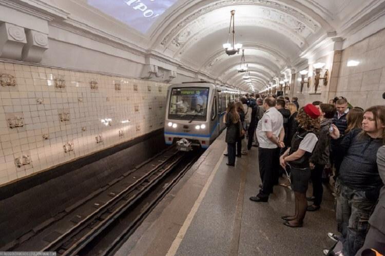История одной девушки в метро!