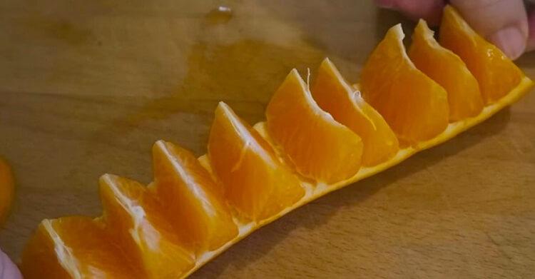 Как почистить апельсин за 10 секунд, не запачкав руки