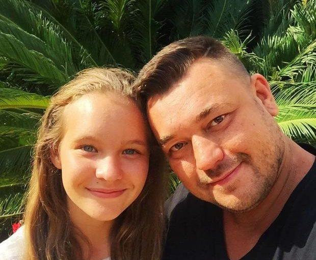 Многодетный отец Сергей Жуков показал свою 17-летнюю дочь