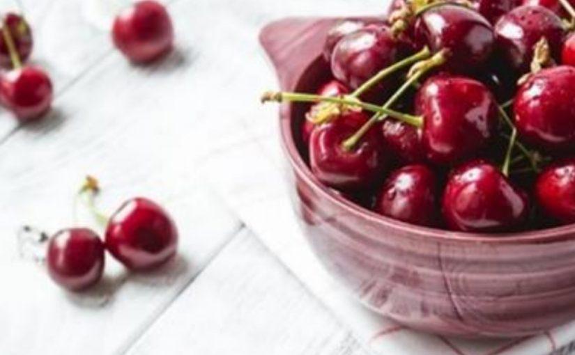 11 фруктов, которые полезно есть с косточками