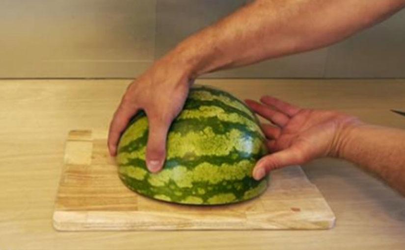Я и не знала, что можно так просто и красиво нарезать арбуз. Очень полезное видео!