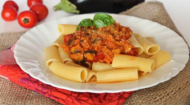 Хватит бездумно бросать макароны в кипяток: итальянский повар рассказал о главных ошибках при варке макарон