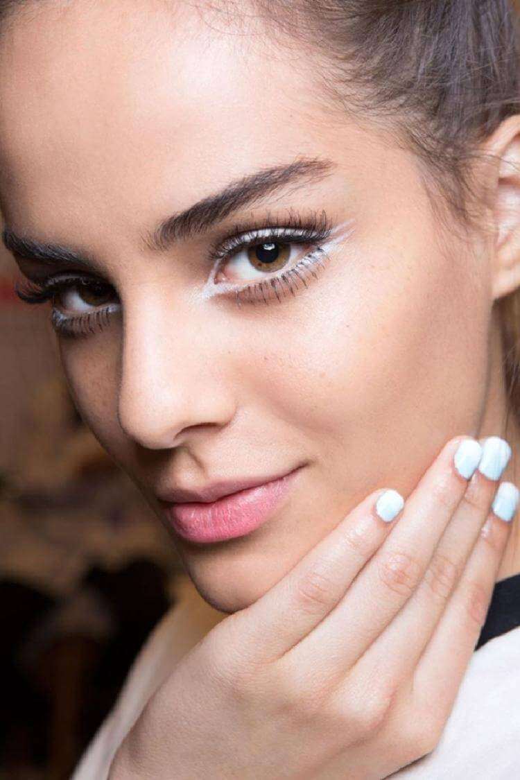 7 простых хитростей использования белого карандаша для идеального макияжа