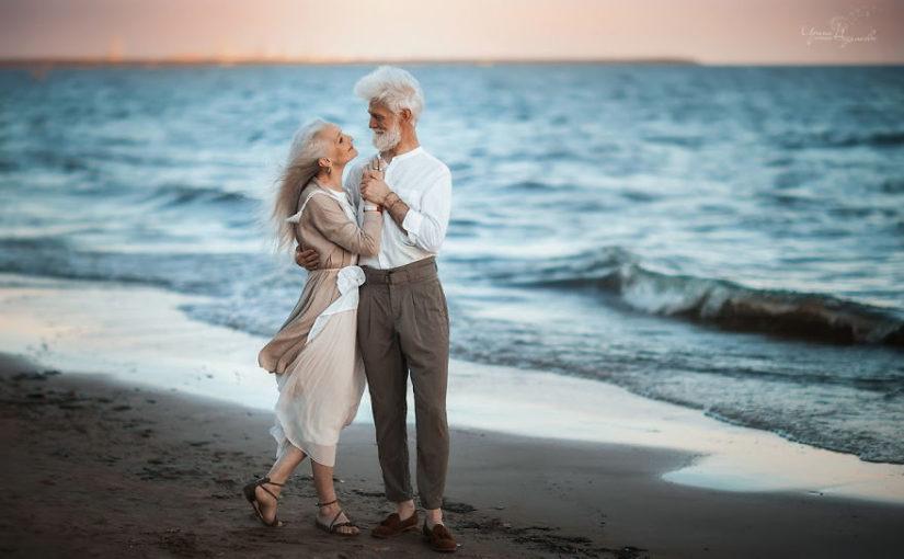 Профессиональный фотограф запечатлел красивую пожилую пару, доказав этим, что вечная любовь существует