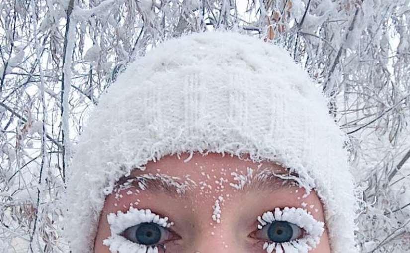 Девушка прославилась, показав трудности жизни в Якутии зимой. Теперь у неё есть летнее фото. Легче не стало