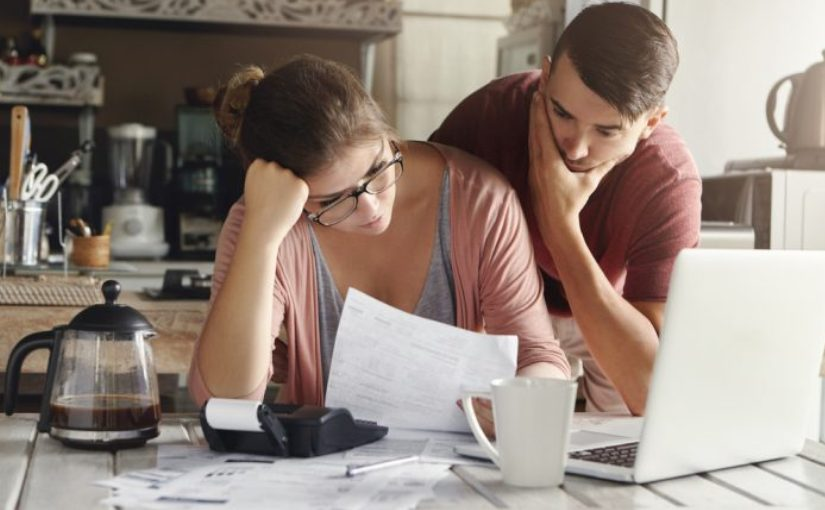 Когда мужчине жалко на вас денег, он делает эти 6 вещей
