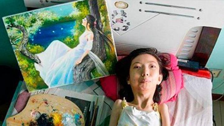 Парализованная девушка отказалась сдаваться и стала художницей