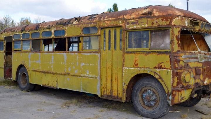 Девушка купила старый автобус за копейки. И превратила его в настоящие хоромы. Фото.