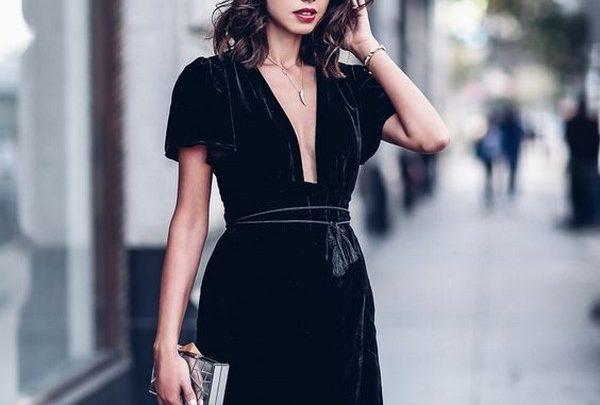 Элегантная женщина носит платья