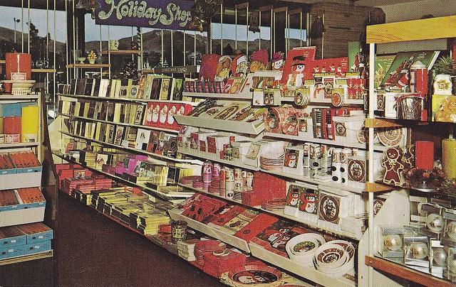 25 фото продуктовых магазинов со всего мира, которые вернут вас в 20 век