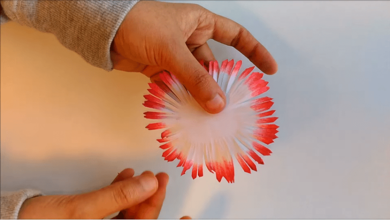 Необычный декор для украшения: подвесные бумажные цветы