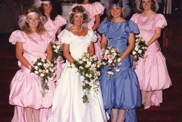 30 смешных и нелепых нарядов подружек невесты (31 фото)