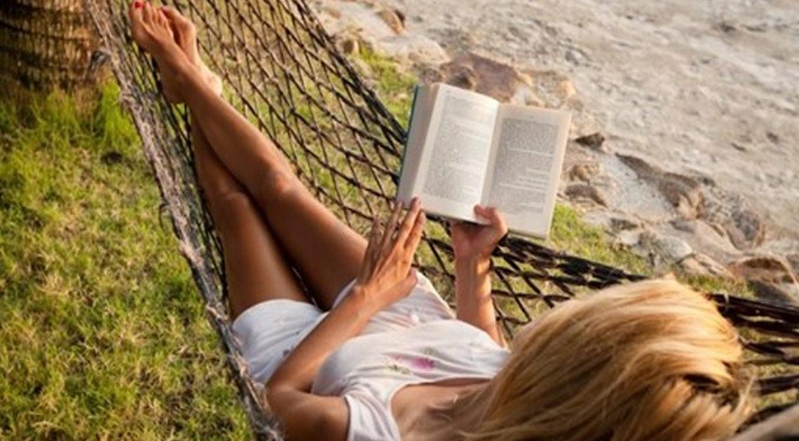 7 книг, которые нужно взять с собой на пляж